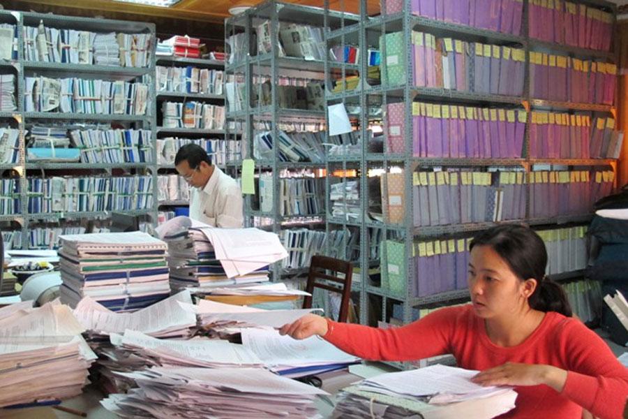 Đưa ứng dụng công nghệ thông tin vào công tác quản lý hồ sơ lưu trữ.